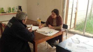 Entretiens avec les habitants dans le cadre du NPRU de Narbonne (Cécile Lamarque en photo)